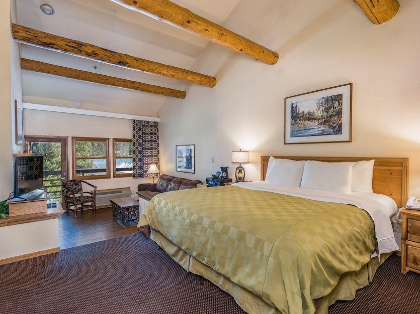 Lakeside Suite at The Pines Resort, California