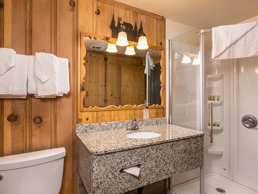 The Pines Resort, California Sweetland Cabin